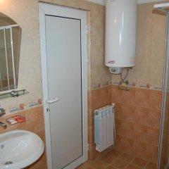 Отель Family Hotel Biju Болгария, Трявна - отзывы, цены и фото номеров - забронировать отель Family Hotel Biju онлайн ванная