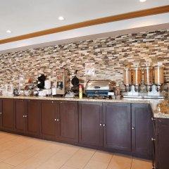 Отель Best Western Maple Ridge Hotel Канада, Мэйпл-Ридж - отзывы, цены и фото номеров - забронировать отель Best Western Maple Ridge Hotel онлайн питание