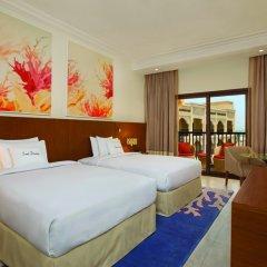Отель DoubleTree by Hilton Resort & Spa Marjan Island 5* Стандартный номер с двуспальной кроватью фото 6