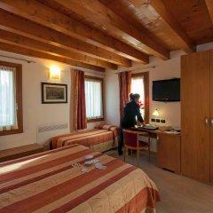 Отель Albergo Antica Corte Marchesini Италия, Кампанья-Лупия - 1 отзыв об отеле, цены и фото номеров - забронировать отель Albergo Antica Corte Marchesini онлайн комната для гостей фото 2