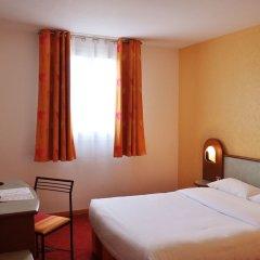 Отель Hostellerie Saint Vincent Beauvais Aéroport сейф в номере