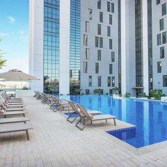 Отель Hampton by Hilton Dubai Airport бассейн фото 3