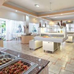 Отель Porfi Beach Hotel Греция, Ситония - 1 отзыв об отеле, цены и фото номеров - забронировать отель Porfi Beach Hotel онлайн питание фото 2