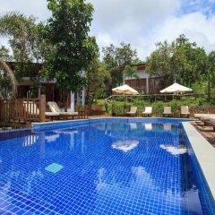 Mayura Hill Hotel & Resort бассейн