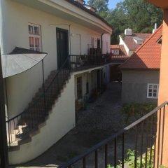 Отель At the Golden Plough Apartments Чехия, Прага - отзывы, цены и фото номеров - забронировать отель At the Golden Plough Apartments онлайн балкон