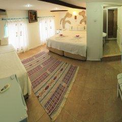 Отель Alacati Asmali Konak Otel Чешме комната для гостей фото 3