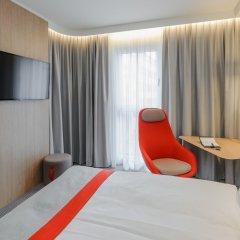 Отель Holiday Inn Express Berlin - Alexanderplatz Германия, Берлин - 3 отзыва об отеле, цены и фото номеров - забронировать отель Holiday Inn Express Berlin - Alexanderplatz онлайн комната для гостей фото 6