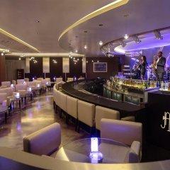 Отель Oryx Rotana гостиничный бар