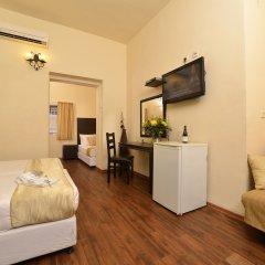 Отель Little House In Rechavia Иерусалим сейф в номере