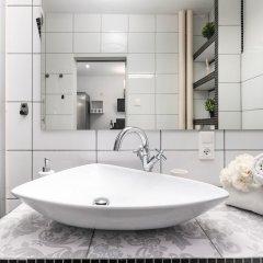 Отель Little Home - Black Swan Польша, Варшава - отзывы, цены и фото номеров - забронировать отель Little Home - Black Swan онлайн ванная