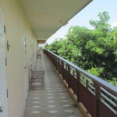 Апартаменты Baan Klang Noen Apartment Паттайя балкон