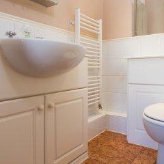 Отель 2 Bedroom Apartment in the Heart of Pimlico Великобритания, Лондон - отзывы, цены и фото номеров - забронировать отель 2 Bedroom Apartment in the Heart of Pimlico онлайн ванная фото 2