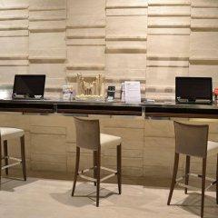 Отель Cosmopolitan Hotel Италия, Чивитанова-Марке - отзывы, цены и фото номеров - забронировать отель Cosmopolitan Hotel онлайн интерьер отеля