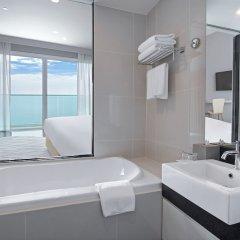 Отель White Sand Beach Residences Pattaya ванная фото 2