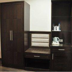 Отель Pitrashish Pride сейф в номере