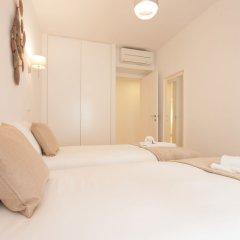 Апартаменты Mouraria Blue Three-Bedroom Apartment w/ Parking - by LU Holidays комната для гостей фото 3