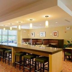 Отель TownePlace Suites by Marriott Frederick гостиничный бар