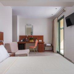 Отель Bomo Tosca Beach сейф в номере