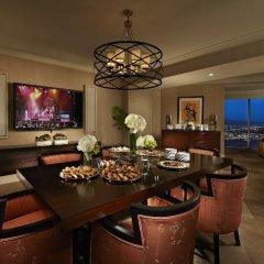 Отель Mandalay Bay Resort And Casino фото 7