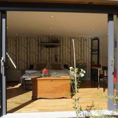 Апартаменты Architect-designed Garden Studio бассейн