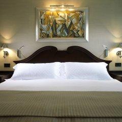 Отель The Connaught Лондон сейф в номере