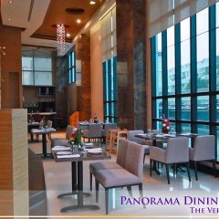 Отель Vertical Suite Бангкок гостиничный бар