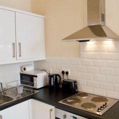 Отель 1 Bedroom Flat In Roseburn Эдинбург в номере