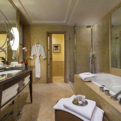 The Fullerton Hotel Singapore ванная
