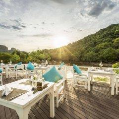 Отель Phi Phi Island Village Beach Resort бассейн