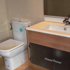 Отель Apartaments AR Caribe Испания, Льорет-де-Мар - отзывы, цены и фото номеров - забронировать отель Apartaments AR Caribe онлайн ванная