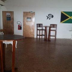 Отель Irie Beach Studio Ямайка, Монтего-Бей - отзывы, цены и фото номеров - забронировать отель Irie Beach Studio онлайн интерьер отеля