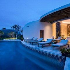 Отель Radisson Blu Resort Cam Ranh Вьетнам, Кам Лам - отзывы, цены и фото номеров - забронировать отель Radisson Blu Resort Cam Ranh онлайн бассейн фото 2