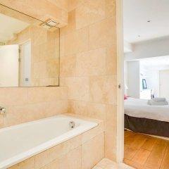 Отель Stunning 1 bed Apartment South Ken/knightsbridge Великобритания, Лондон - отзывы, цены и фото номеров - забронировать отель Stunning 1 bed Apartment South Ken/knightsbridge онлайн ванная
