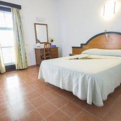 Отель azuLine Hotel Galfi Испания, Сан-Антони-де-Портмань - 1 отзыв об отеле, цены и фото номеров - забронировать отель azuLine Hotel Galfi онлайн комната для гостей