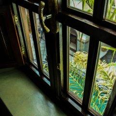 Отель Le Pavillon Oriental сейф в номере