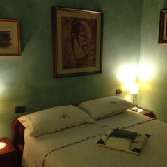 Отель Bed & Breakfast La Casa Delle Rondini Стаффоло сейф в номере