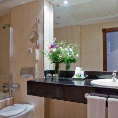 Отель Palacio San Martin Мадрид ванная фото 2