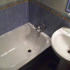 Отель Hostal Sonrisa del Mar Испания, Кониль-де-ла-Фронтера - отзывы, цены и фото номеров - забронировать отель Hostal Sonrisa del Mar онлайн ванная фото 2