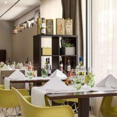 Отель NH Amsterdam Zuid гостиничный бар