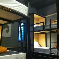 Отель Bangkok Bed And Bike Бангкок сейф в номере
