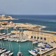 Отель Cavalieri Art Hotel Мальта, Сан Джулианс - 11 отзывов об отеле, цены и фото номеров - забронировать отель Cavalieri Art Hotel онлайн пляж