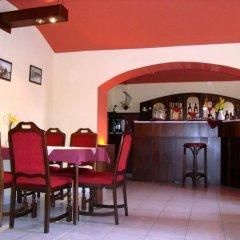 Hotel Jaro Мельник гостиничный бар