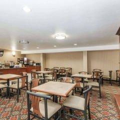 Отель Travelodge by Wyndham Sylmar CA США, Лос-Анджелес - отзывы, цены и фото номеров - забронировать отель Travelodge by Wyndham Sylmar CA онлайн питание