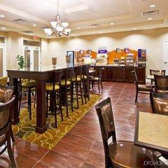 Holiday Inn Express Hotel & Suites Saint Augustine North гостиничный бар