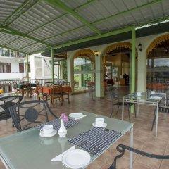 Отель Amanda Hills Канди гостиничный бар