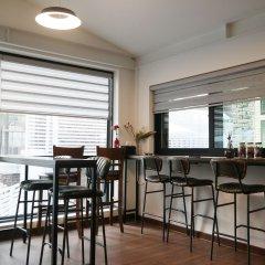 Отель P.S. Guesthouse Itaewon - Hostel Южная Корея, Сеул - отзывы, цены и фото номеров - забронировать отель P.S. Guesthouse Itaewon - Hostel онлайн гостиничный бар