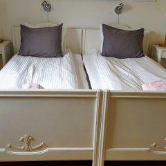 Отель Hagbackens Gård Bed & Breakfast Эребру сейф в номере