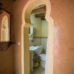 Отель Ecolodge - La Palmeraie Марокко, Уарзазат - отзывы, цены и фото номеров - забронировать отель Ecolodge - La Palmeraie онлайн ванная