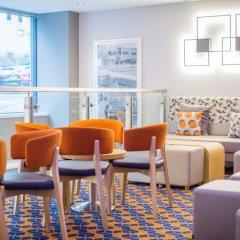 Отель Holiday Inn Express Edinburgh Royal Mile Эдинбург гостиничный бар