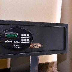 Отель Best Western Hollywood Plaza Inn США, Лос-Анджелес - отзывы, цены и фото номеров - забронировать отель Best Western Hollywood Plaza Inn онлайн сейф в номере